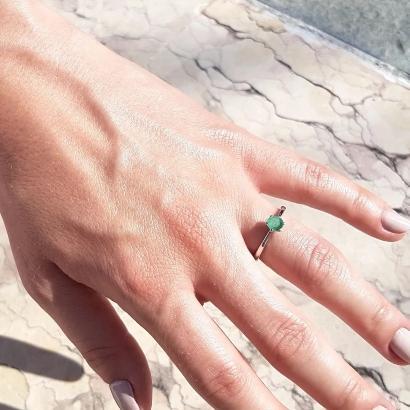 verlobungsring-platin-eve-0-25-ct-gruener-smaragd-smaragdhochzeit