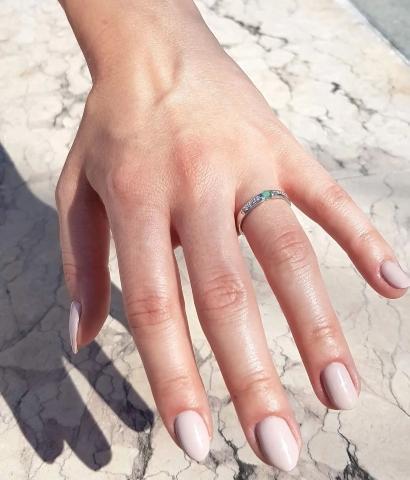 verlobungsring-platin-spannring-angel-0-2-ct-gruener-smaragd