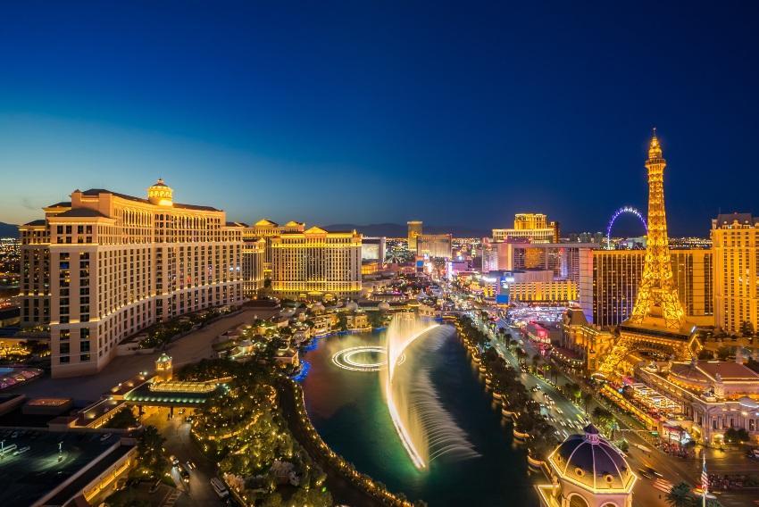 Las Vegas aus der Vogelperspektive bei Nacht