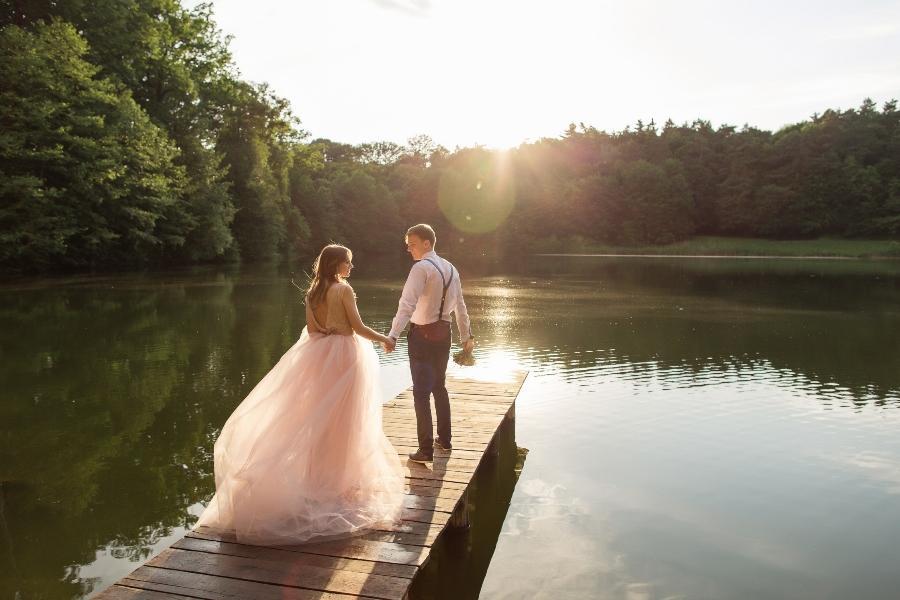 Hochzeit im Freien am See