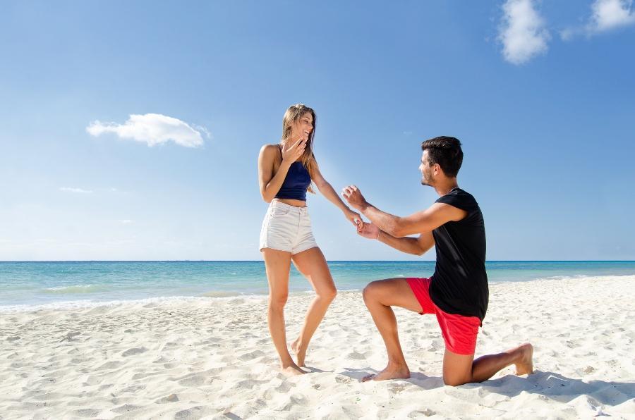 Romantik pur Der Heiratsantrag am Strand