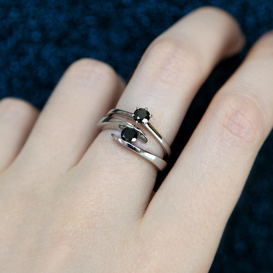 schwarzer-diamant-ring-21diamonds Ring mit Edelstein