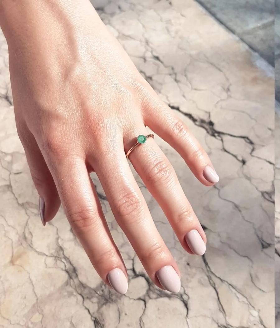 verlobungsring-rosegold-engage-0-25-ct-gruener-smaragd
