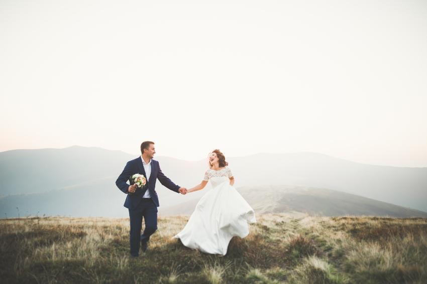 Hochzeitspaar wird fotografiert