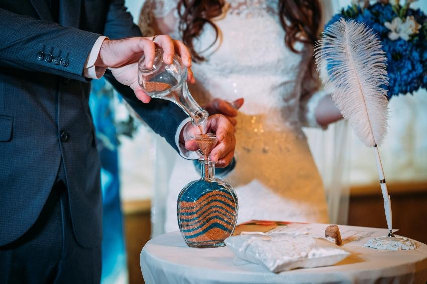 Brautpaar bei der Sandzeremonie