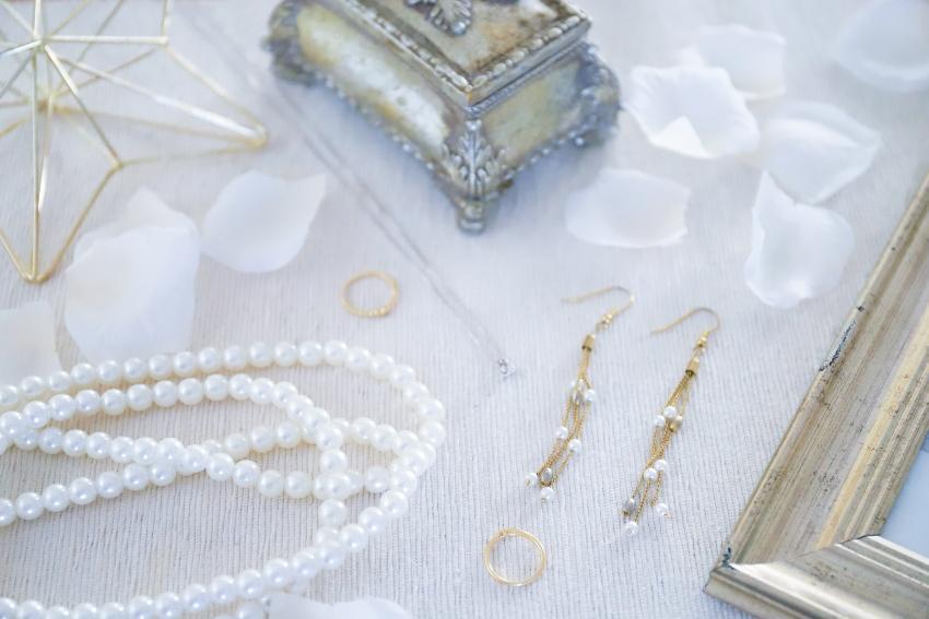 Brautschmuck mit Kette, Ohrringen und Ring