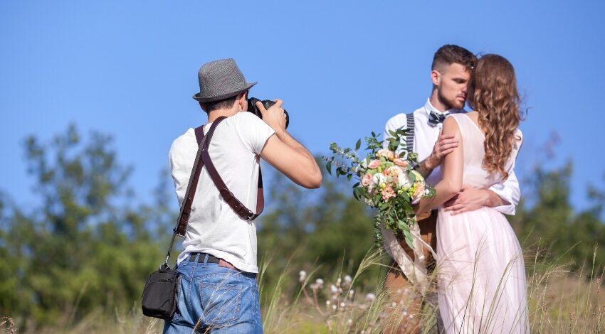 Hochzeitsfotograf finden - Paar wird fotografiert