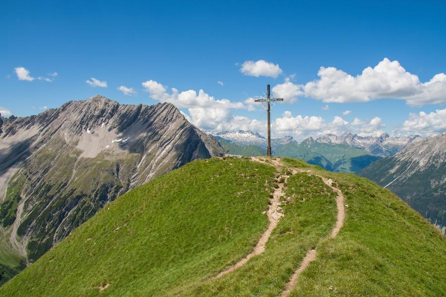 Gipfelkreuz in den Lechtaler Alpen heiratsantrag-in-den-bergen