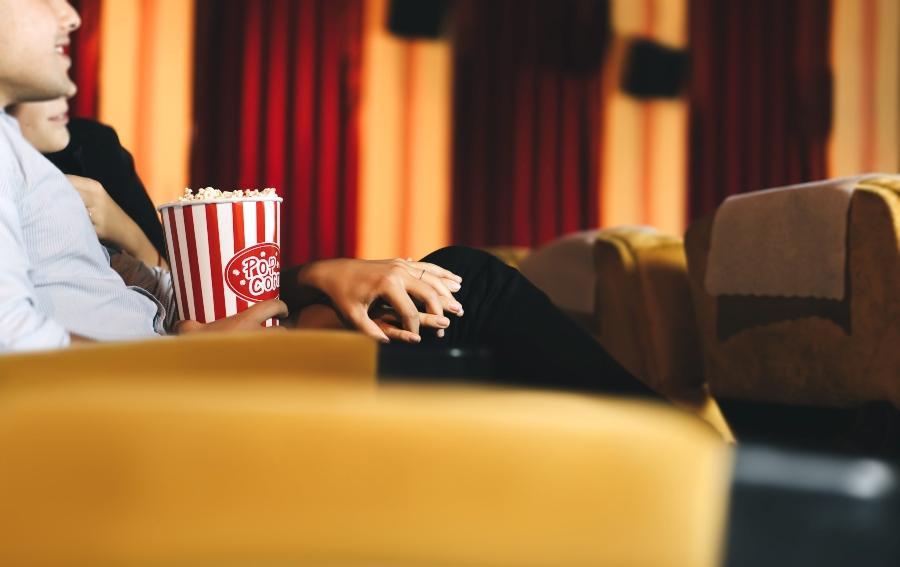 Liebespaar Heiratsantrag im Kino