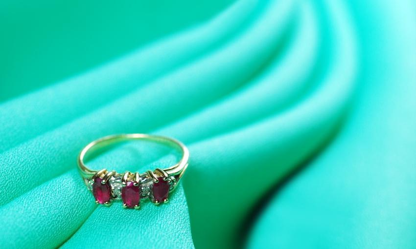 Verlobungsring mit Rubinen