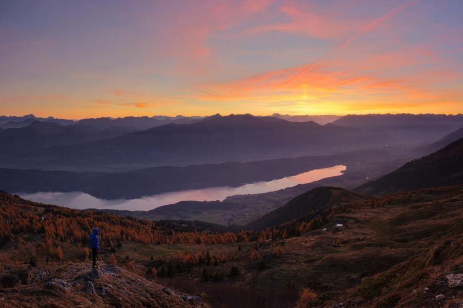Sonnenuntergang in den Kaerntner Bergen mit Blick auf den Millstaettersee heiratsantrag-in-den-bergen