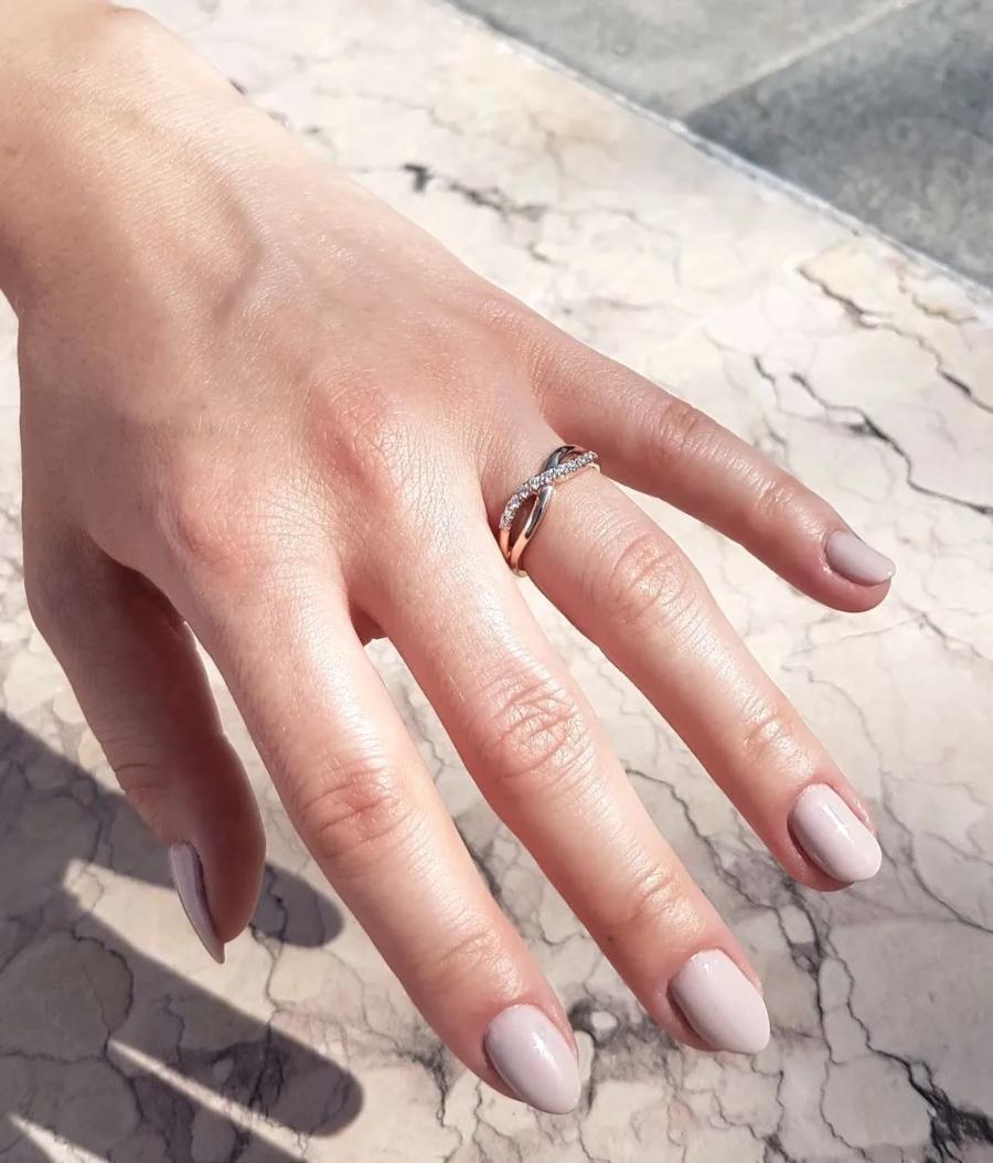schmuckring-weissgold-brooklyn-0-16ct-diamant Memoire-Ringe