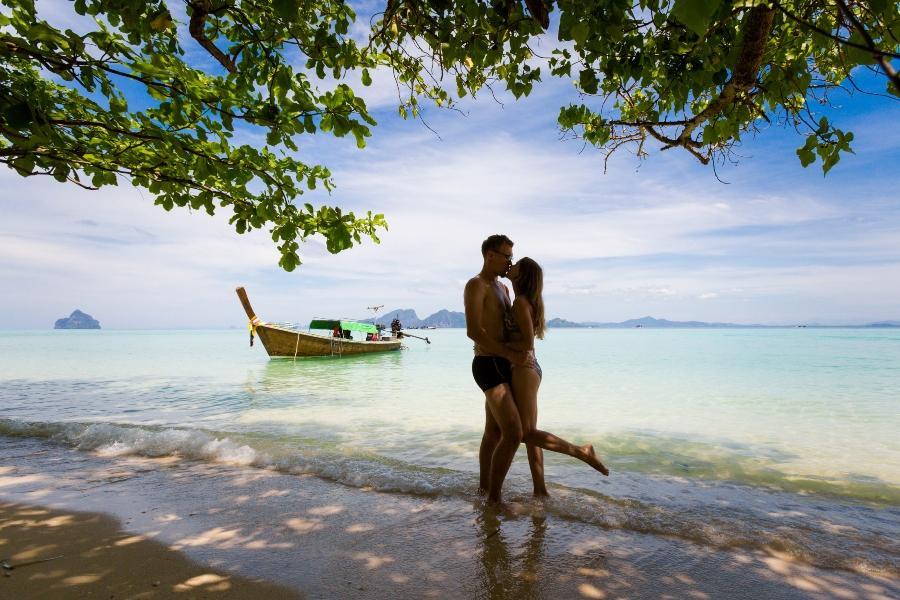 Paar auf Hochzeitsreise Ko Kradan Flitterwochen
