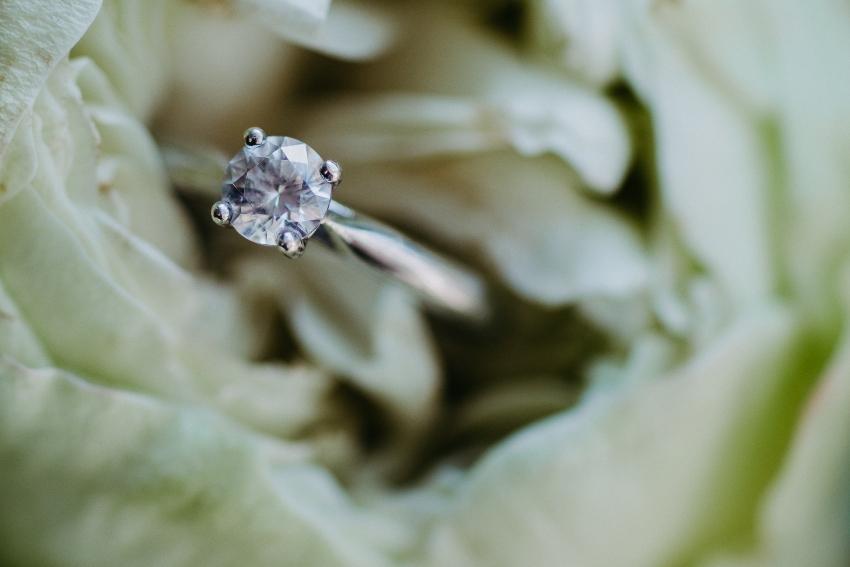 Solitär-Verlobungsring mit Diamant