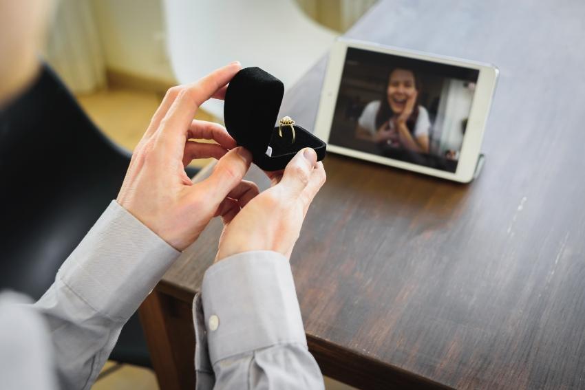 Heiratsantrag in einer Videokonferenz