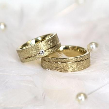 Wunderschöne Eheringe mit Diamant