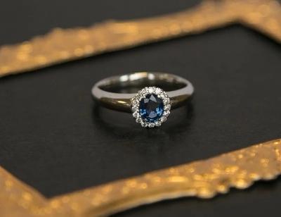 Kate | Verlobungsring aus Platin mit Diamant (Gesamt: 0,54 ct.)