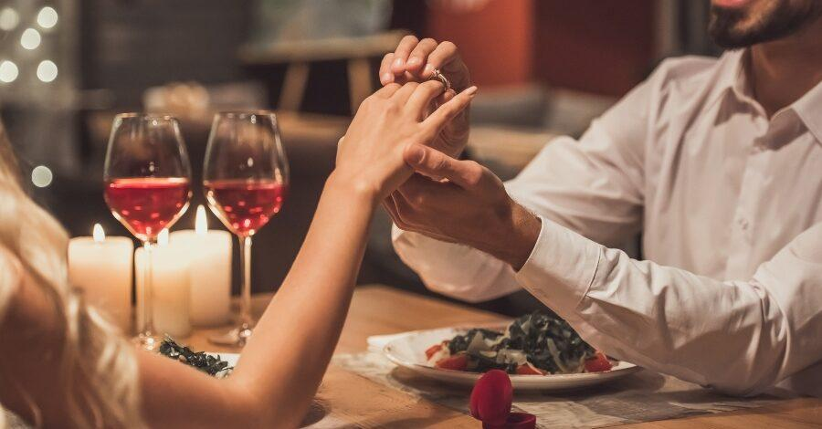 Verlobung beim Abendessen - Ringe für Metallallergiker