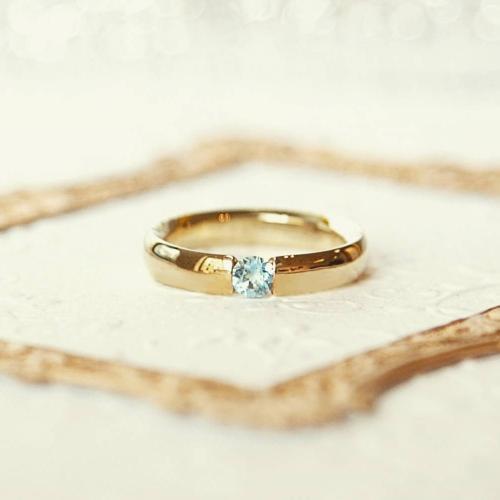 Isobel 0,25 ct. Verlobungsring aus Gelbgold mit Blauer Topas