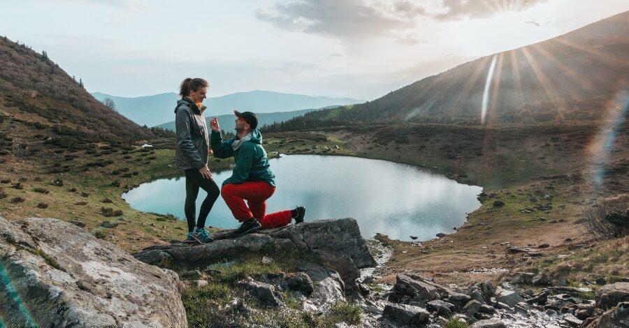 Heiratsantrag an einem Bergsee - Ideen für den Heiratsantrag