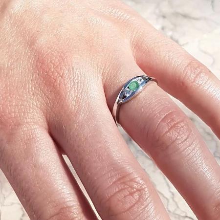 Diversity 0,2 ct. Verlobungsring aus Roségold mit Grüner Smaragd und Diamant