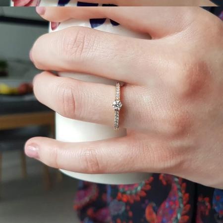 Le Monde 0,33 ct. Verlobungsring aus Roségold mit Diamant (Gesamt: 0,33 ct.)