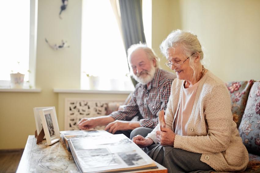 Das Schwelgen in Erinnerungen ist für viele Senioren ein großes Vergnügen