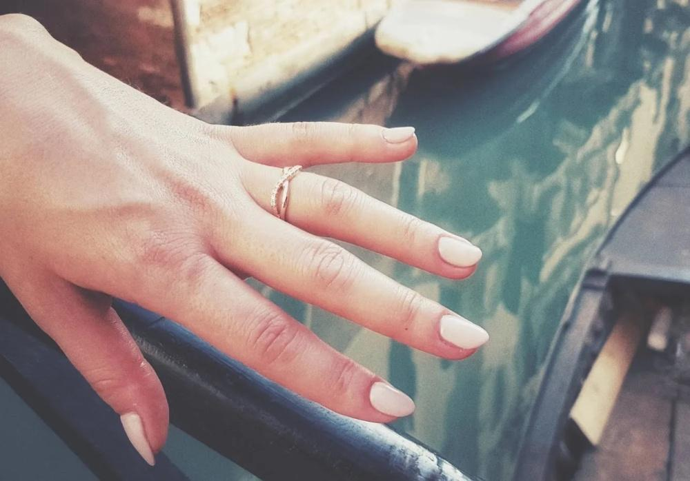 Verlobungsring Brooklyn in der Unendlichkeits-Ringform